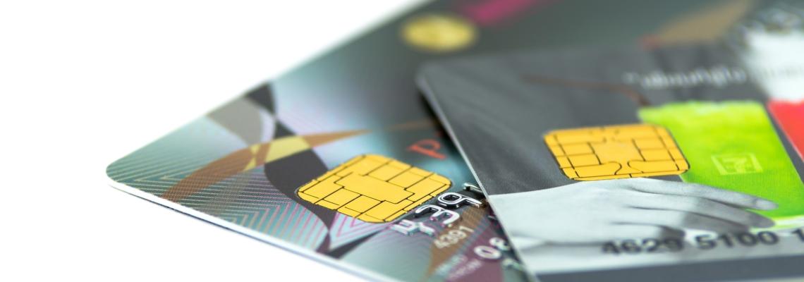 Чем отличается дебетовая карта от зарплатной