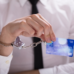 Могут ли приставы арестовать кредитную карту